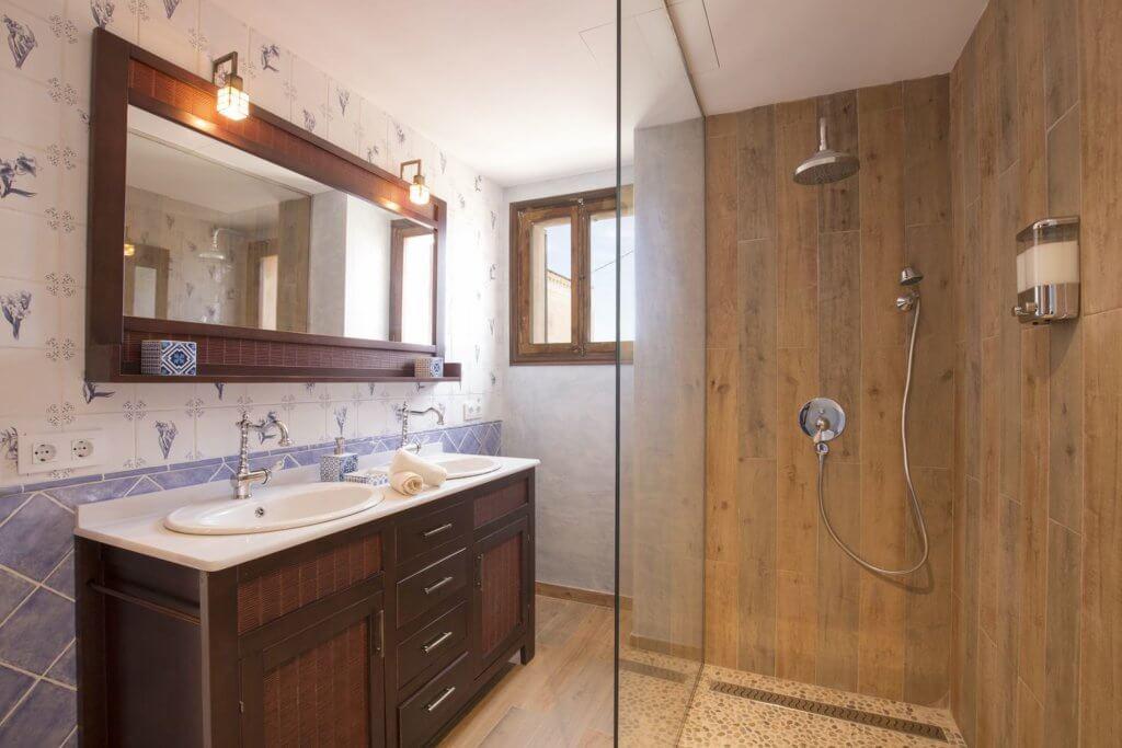 Purple Room - Bathroom