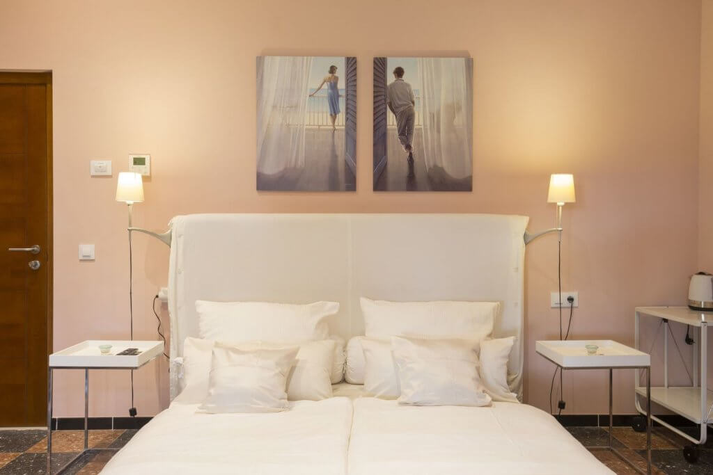 Rose Room - large double bed