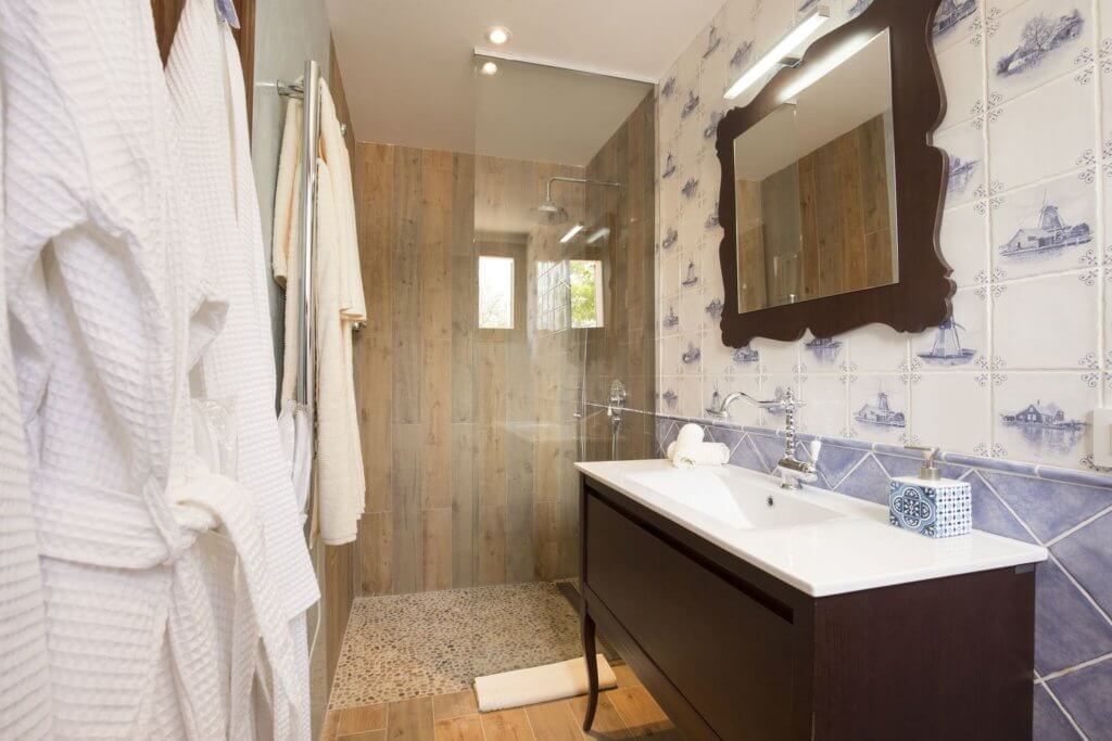 Large Double Room - Bathroom