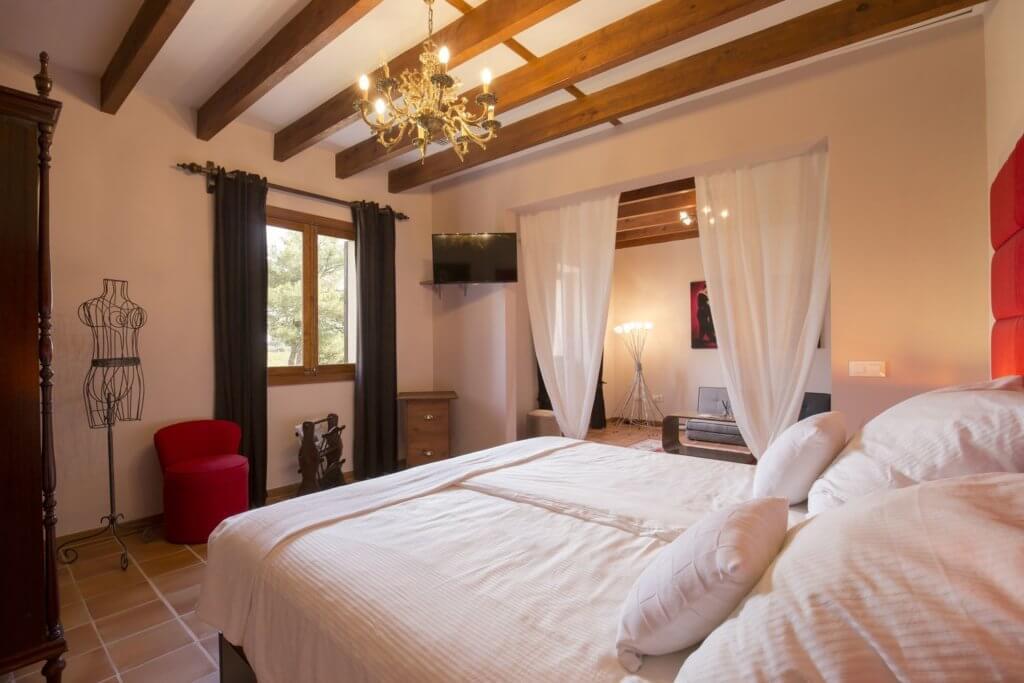 EsPouet Suite - first bedroom