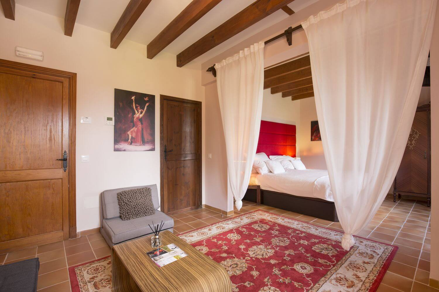 EsPouet Suite: The First Bedroom