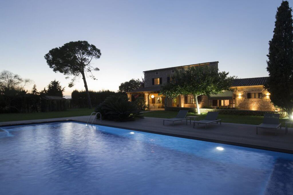 Boutique Hotel Es Pouet to night Front-Right